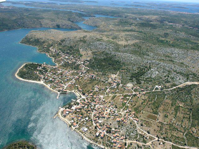 Bird's-Eye View of Lovely Raslina Settlement