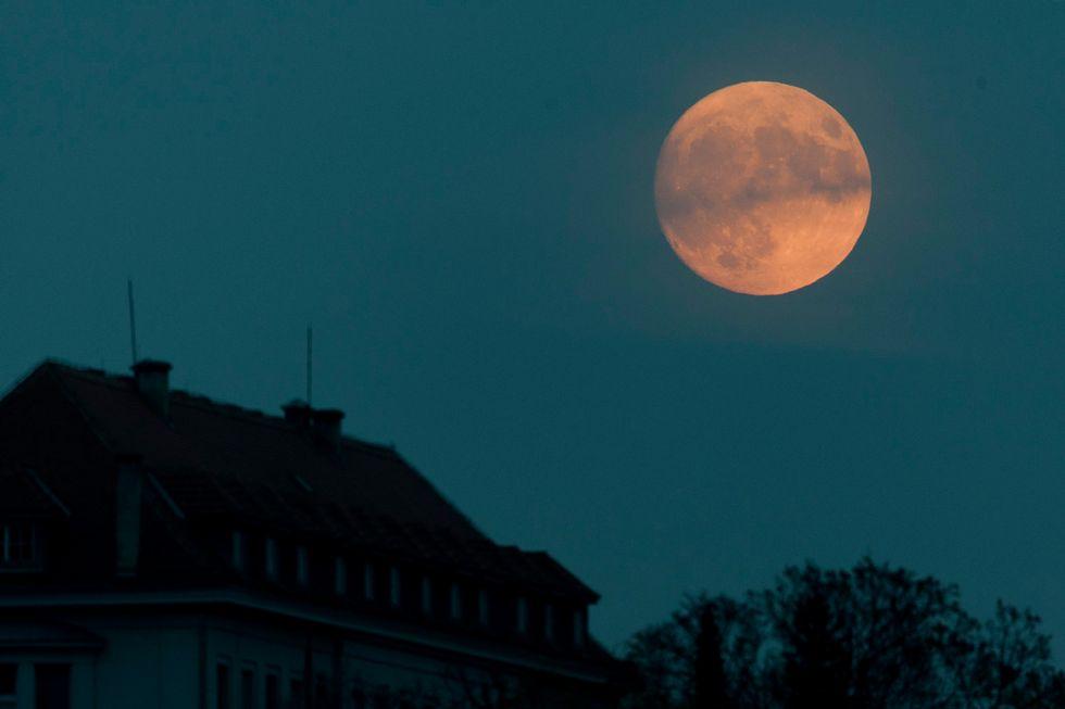 The Grandiose Moon
