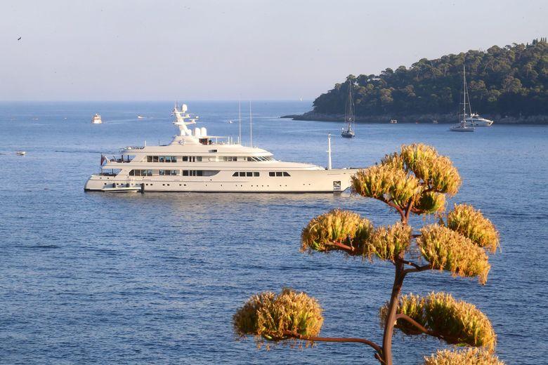 Hilfinger Yacht