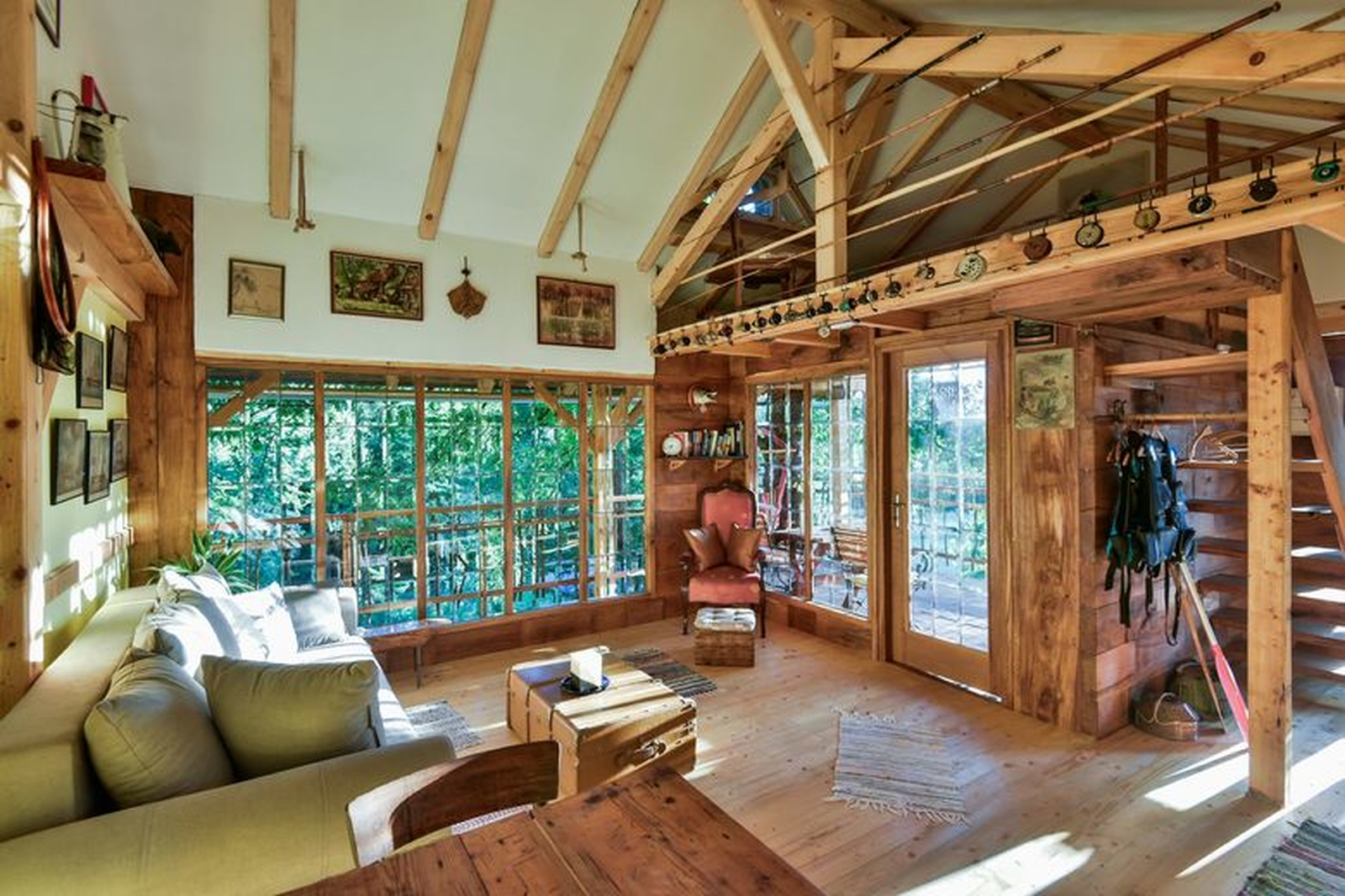 Spend Your Vacation In Treehouse Resnice