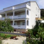Apartments and rooms Viskic
