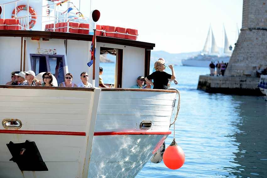 Tourists in Dubrovnik.jpg2