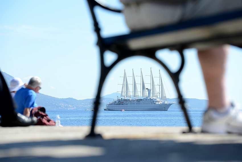 Tourists in Dubrovnik.jpg3