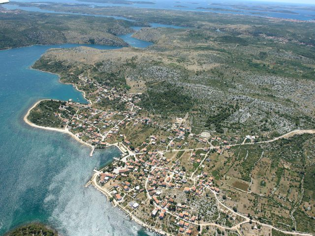 Bird's-Eye View of Lovely Raslina Settlement