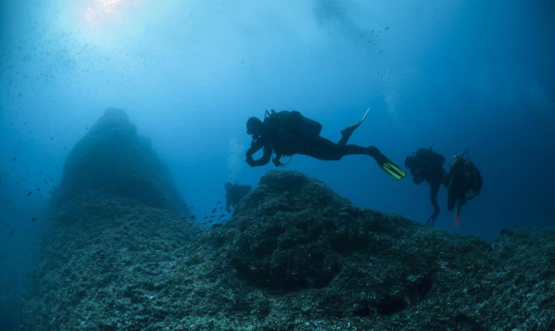 Exploring the Depths Around Vis Island