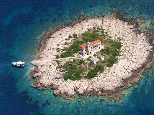 Rent a Lighthouse