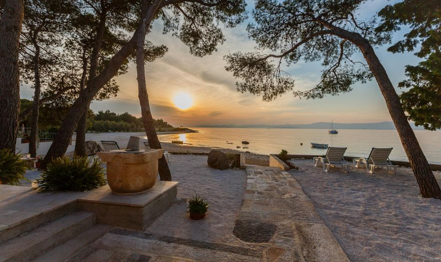 Beach House- Fisherman House calls to Mutnik Cove