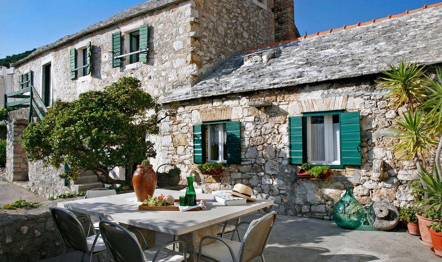 the-amazing-stone-house-of-brac-4