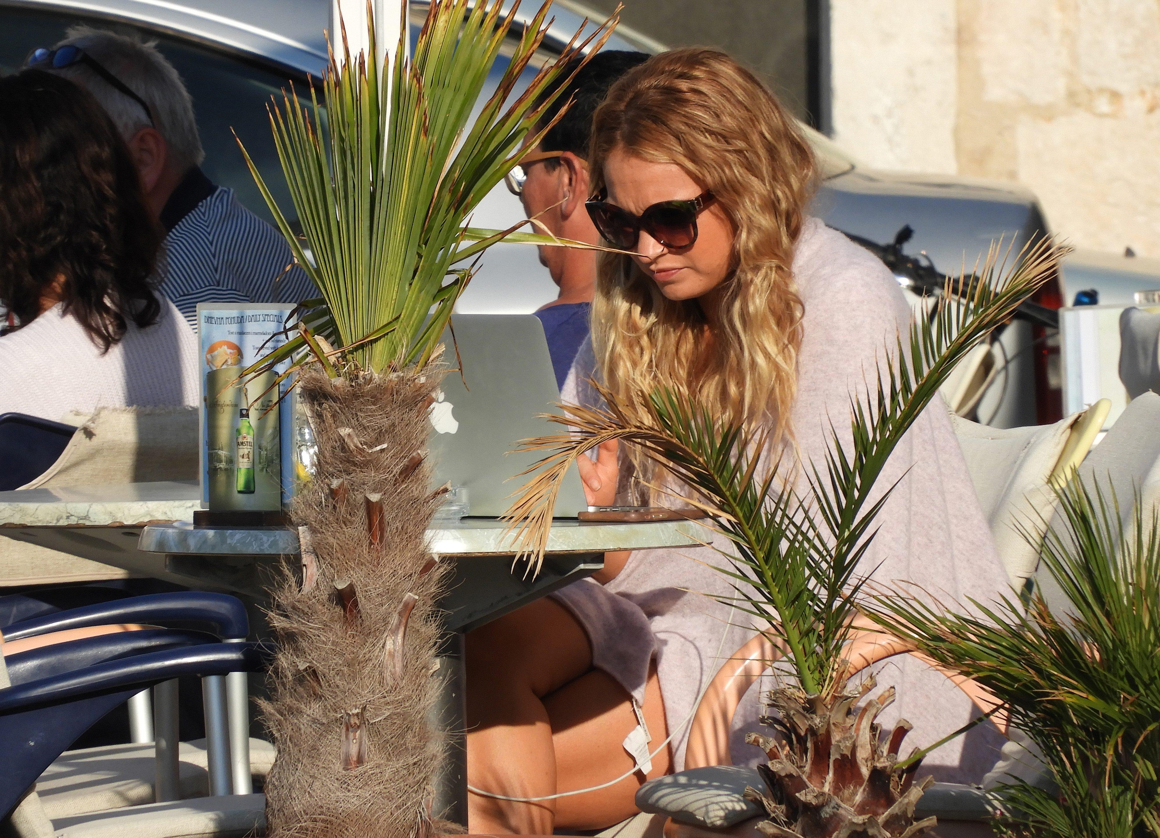 Mamma Mia Stars Enjoy Vis Hospitality   Croatia Times