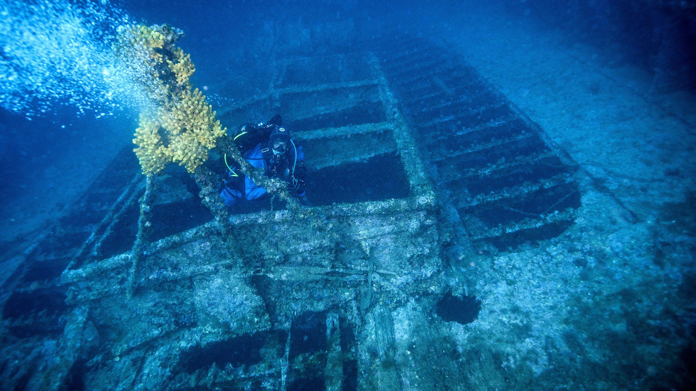 Taranto Wreckage, divers, scuba,