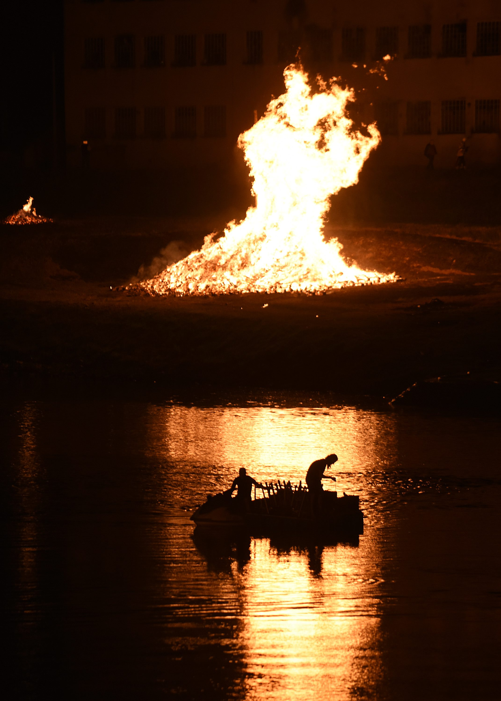 Karlovac bonfires, river,