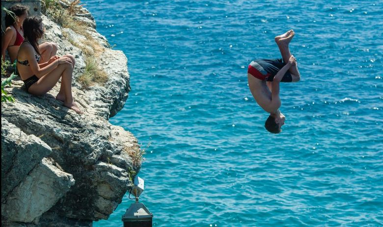 Sustipan Cliffs, jump, sea, swimmers